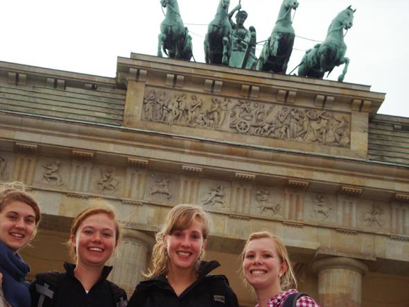 Maia Pfeffer '11, Hannah Kattermann '12, Ruthie Welch '13, and Emily Tomlinson '13 at the Brandenburger Tor